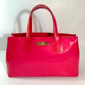 Louis Vuitton Wilsher PM Vernis hot pink